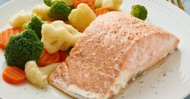 Steam salmon and vegetables, Paleo, keto, fodmap, dash diet. Mediterranean diet
